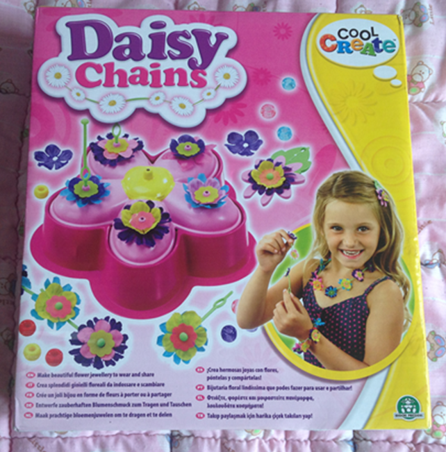 "Half term fun with Daisy Chains ""Cool Create Daisy Chains"" review"