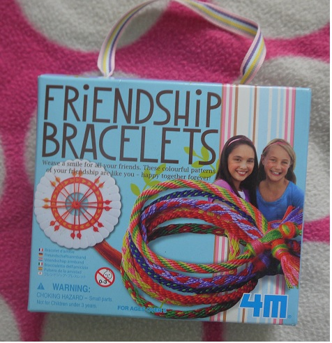 We are ready with our friendship bracelets …Great Gizmos 4M Friendship Bracelet Making Kit Review